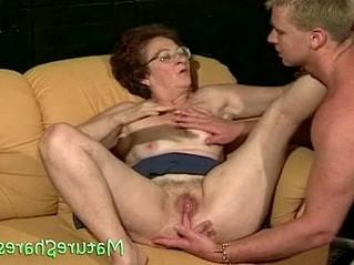 grandma  licking  vagina