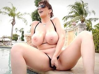 amazing  big tits  cougar