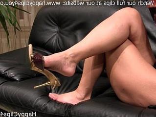 fetish  footjob  mom