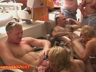 housewife  sluts  swingers